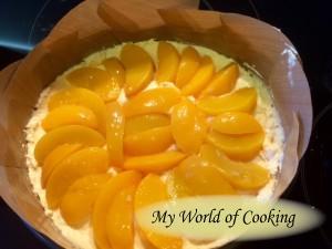 Pfirsiche auf der Masse verteilen