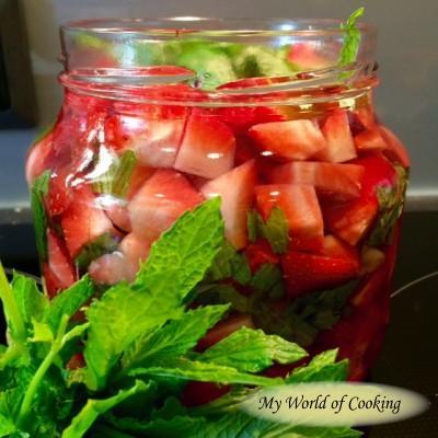 cremiger Erdbeerlikör mit rosa Pfeffer – Teil 1