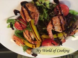 Salat mit Garnelen und Zitronen-Honig-Vinaigrette