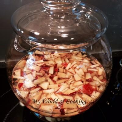 Sommerlich erfrischende Bowle mit Pfirsichen