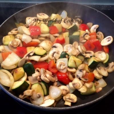 geröstetes Bio-Gemüse mit Lachsfilet