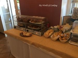 Brot, Weckerln, warmer Kuchen, Palatschinken, ...