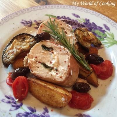 Gefüllte Hühnerbrust im Prosciutto-Mantel auf Bratkartoffeln & Auberginen