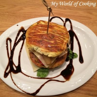 low-carb Club Sandwich mit Huhn, Ananas & Gemüse