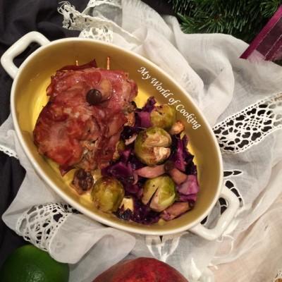 Schweinemedaillons im Speckmantel mit Kohlsprossen-Rotkraut-Gemüse