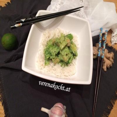 Grünes Curry mit Huhn & Zuckerschoten (oder) Wir bekämpfen Halsschmerzen