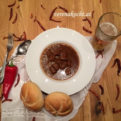 Traditionelles Gulasch vom Bio-Rind (oder) Ungarischer Rinder-Eintopf