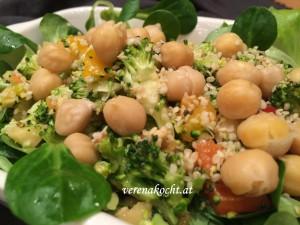 Rohkostsalat mit Brokkoli & Bio-Hanfnüssen