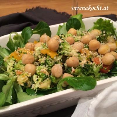 Veganer Rohkostsalat mit Brokkoli und Bio-Hanfnüssen (oder) Ich freunde mich mit dem Thermomix TM5 an