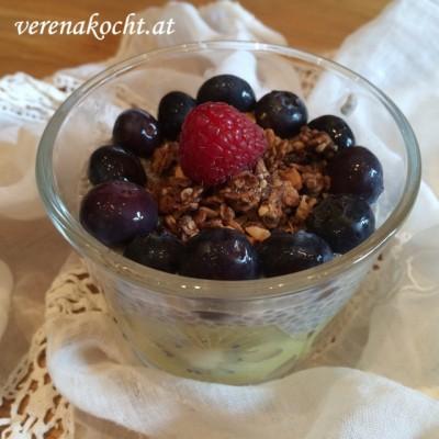 Früchte-Frühstücksbecher mit Kokos-Mandel-Granola (oder) An Tagen wie diesen, ist es einfach schwieriger