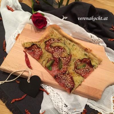 Feuriger Avocado-Flammkuchen mit Pfeffer-Salami (oder) Gesund & trotzdem lecker dank Thermomix