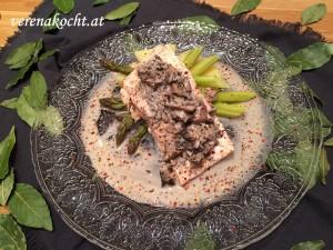 Lachs auf Spargel, Kartoffeln & Pilzsauce