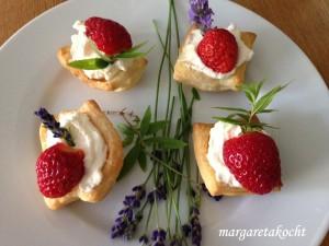 süße Erdbeer-Häppchen im Blätterteig