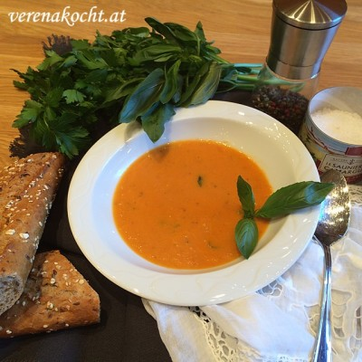 wärmende Tomaten-Creme-Suppe im Thermomix (und) frierend-pubertierende Tussinella-Prinzessin