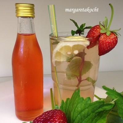 erfrischend süß-saurer Erdbeer-Sirup (und) Wir feiern Blogger-Geburtstag