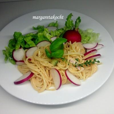 zitroniger Nudelsalat mit Radieschen (oder) Der perfekte Büro-Lunch im Glas