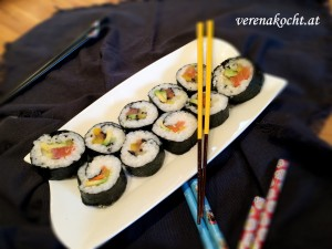 Lachs Avocado Maki by B.