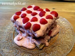 Waffel-Torte mit Erdbeer-Mascarpone-Creme