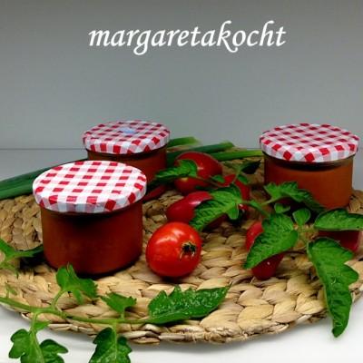 Paradeis-Sauce – eingekocht & haltbar gemacht (oder) Was nun – Paradeiser oder Tomaten?