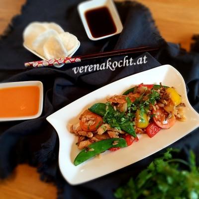 Asiatische Gemüse-Reis-Pfanne mit Putenstreifen