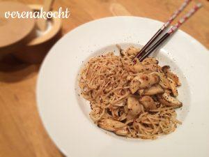 scharfe Mie-Nudeln mit Bio-Kräuterseitlingen