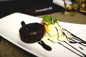 Schokoladen Soufflé mit Vanilleeis