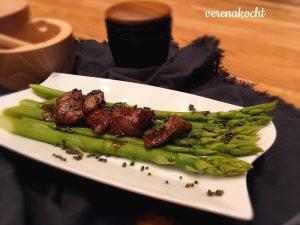 Thai Beef auf grünem Spargel & schwarzen Senfkörnern