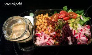 Kichererbsen - Salat - Radieschen -Avocado - Tomaten