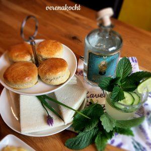 Gurken-Sandwiches, Scones & Gin-Tonic