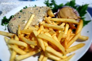 Steak mit Pfeffersauce & Pommes