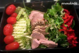 Paprika - Salat -Gurke - Tomaten - Schweinefilet