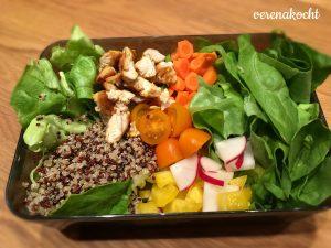 Quinoa - Salat - Tomaten - Paprika - Karotten - Radieschen - Hühnerfilet