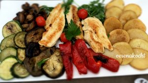 gegrillte Hüherbrust mit Veggies & Kartoffeln