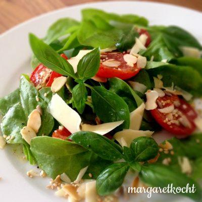 Mediterraner Spinatsalat (oder) Es ist einfach zu heiß für alles!