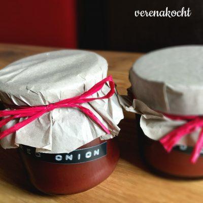 scharfe Marmelade von roten Zwiebeln mit Rotwein (oder) Frau muss sich nur zu helfen wissen!