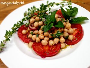 geschmolzene Tomaten mit marinierten Kichererbsen