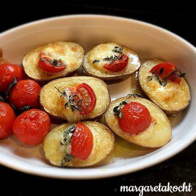 mit Tomaten & Mozzarella gefüllte Kartoffeln (oder) leichte & g'schwinde Sommer-Küche à la Margareta