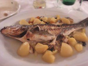 Fisch aus dem Rohr auf Kartoffeln & Gemüse