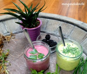 fruchtiges Brombeer- und Kräuter-Senf-Dressing