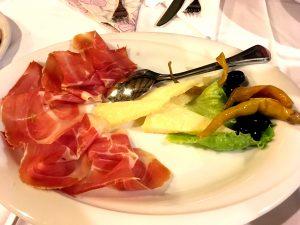 Vorspeise: Prosciutto mit Käse