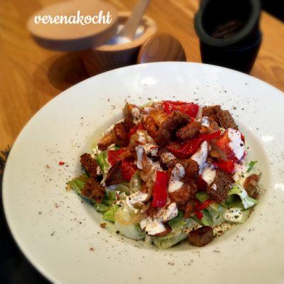 leichter Brot-Salat mit Eierschwammerln (oder) schwitzen ob der fehlenden Klimaanlage