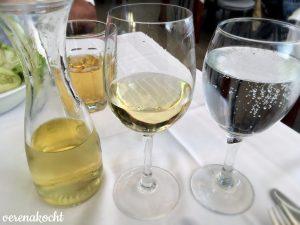 Mineralwasser und Hauswein