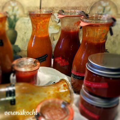 home-made Tomatensauce mit Kräutern (oder) Stekovics sorgt für Abendbeschäftigung