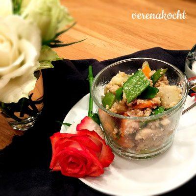 Gemüse-Couscous mit Harissa Hühnchen (und) ab zum Kuscheln auf die Couch!