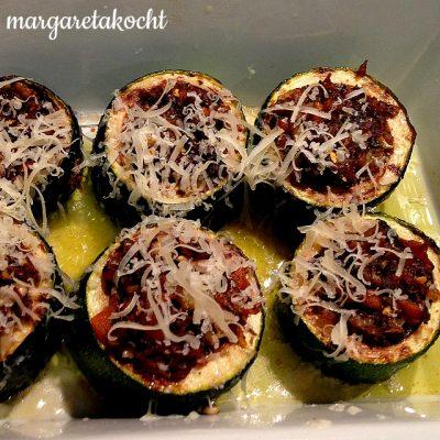 gefüllte & überbackene Zucchini (oder) Sonne versus Regen