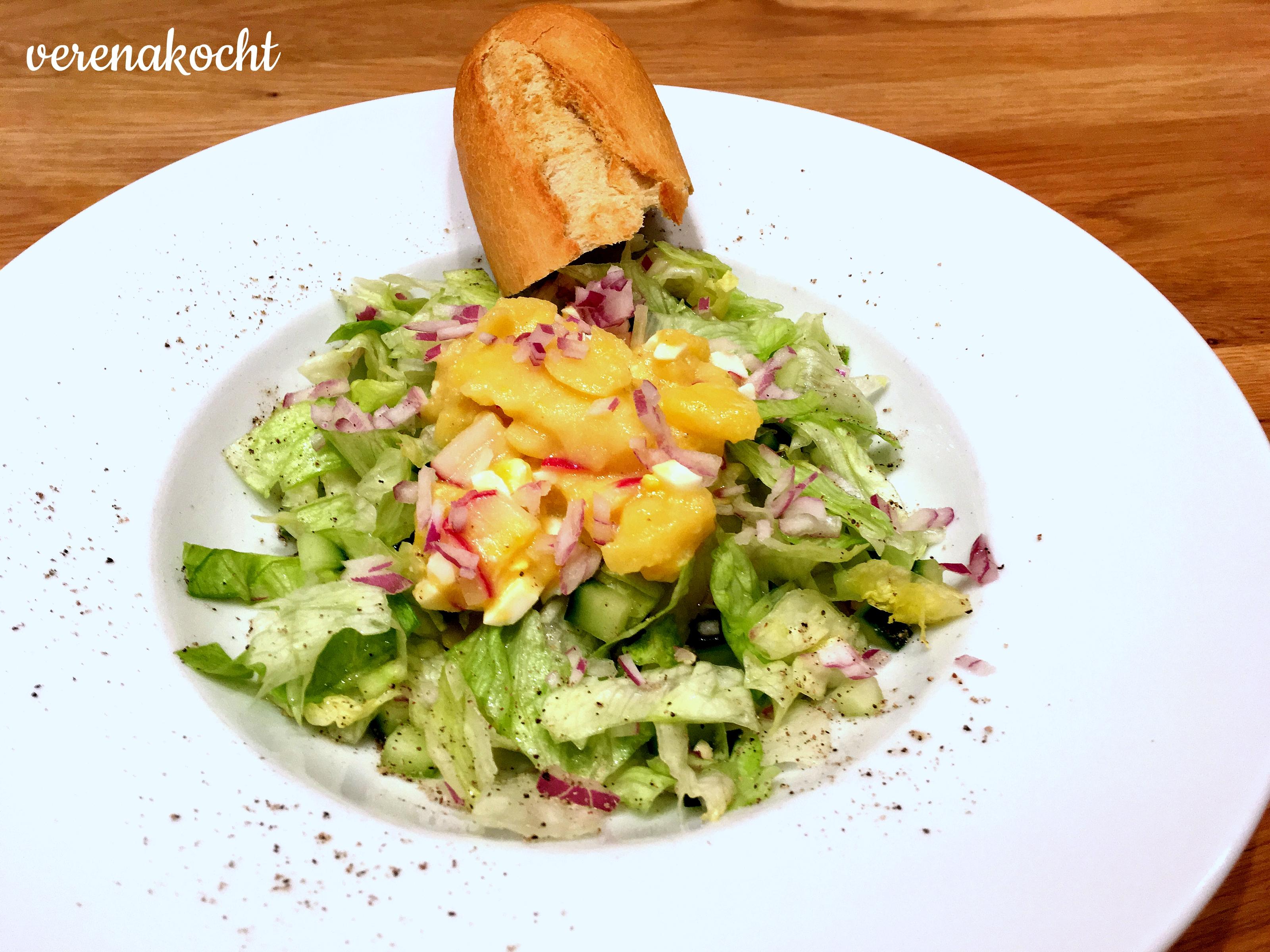 Eisbergsalat mit Ei & Kartoffeln à la Mamselle (und) Foodies sind oft, aber nicht immer unterwegs!