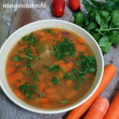 Bohnen Suppe mit Karotten und Bandnudeln (oder) Welcome Fastenzeit!