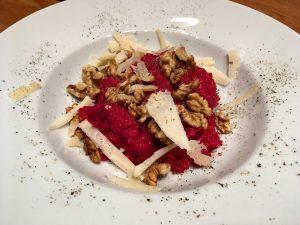 Rote Rüben (Bete) Risotto mit Feta & Nüssen