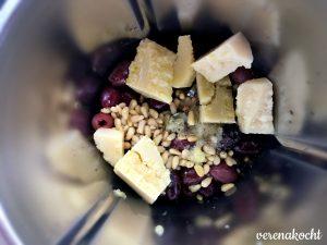 Pesto von schwarzer Olive mit Pinienkernen & Cashews