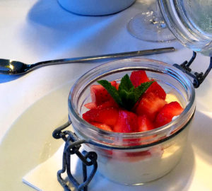 Vanillemousse mit Erdbeeren